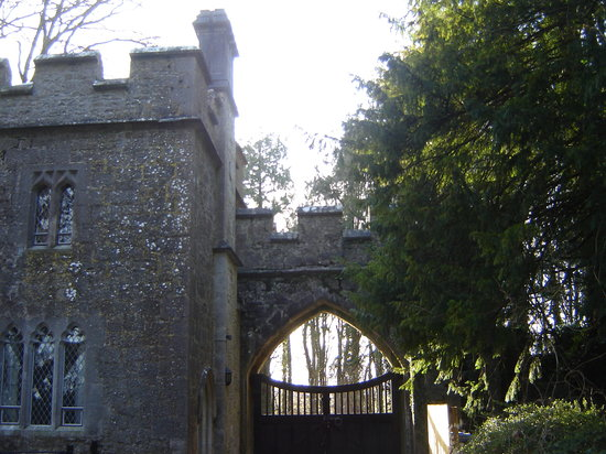 Anne's Grove Gardens: The gates and gatelodge, from inside the grounds