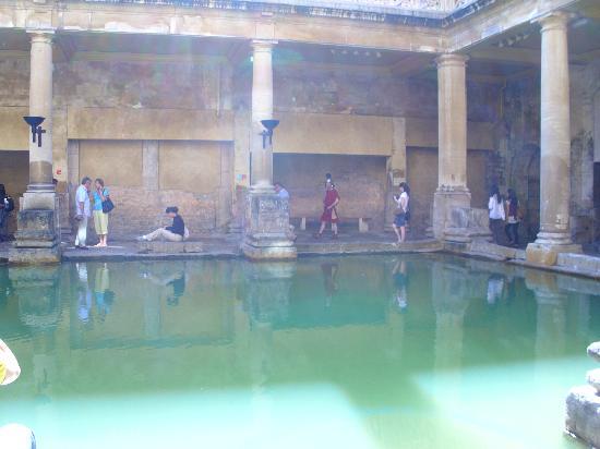 พิพิธภัณฑ์โรงอาบน้ำโรมัน: Roman Baths from lower level