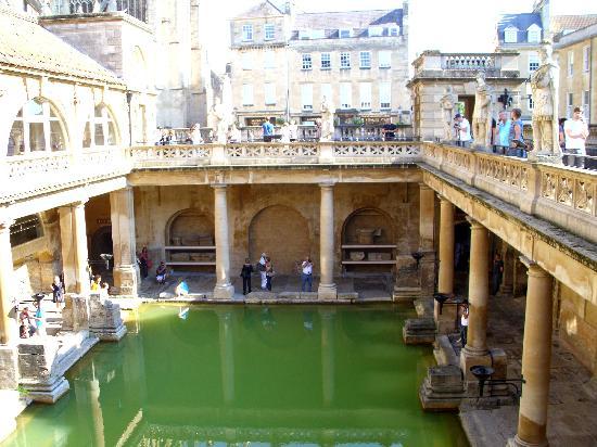 พิพิธภัณฑ์โรงอาบน้ำโรมัน: Roman Baths from balcony