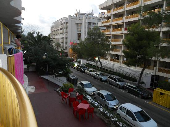 Inter2Salou : the view from our hotel room. that yellow bin was one of 4 bins right outside.
