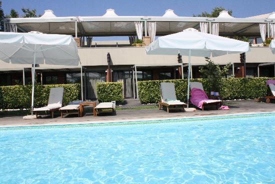 Alexander Beach Hotel : the pool
