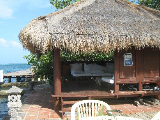Aruba Reef Beach Apartments: Zen style cabana for the afternoon siesta.