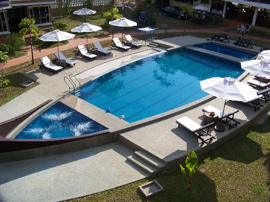 Anjungan Beach Resort: piscine
