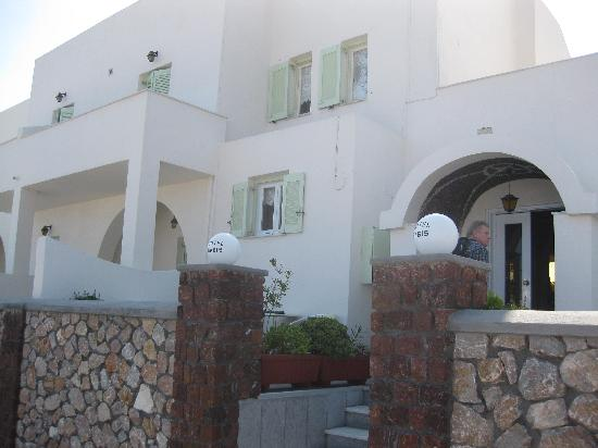 Babis Hotel: View of the outside