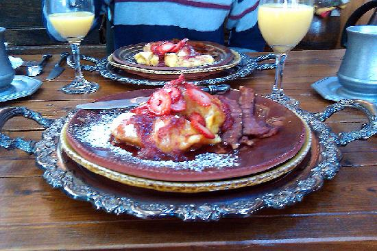 CAdy Carriage House B&B: First breakfast - French Toast