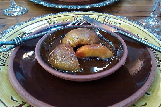 CAdy Carriage House B&B: Baked peaches with Jack Daniels sauce