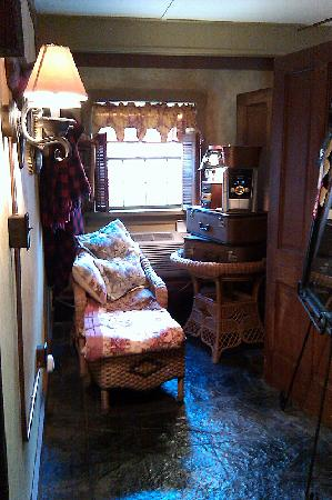CAdy Carriage House B&B: Reading and music nook