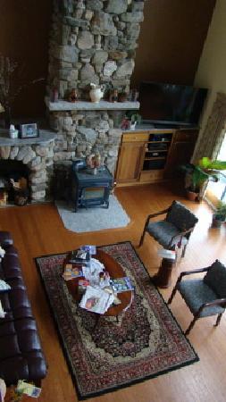 Wave Walker Bed and Breakfast : Overhead shot of living area