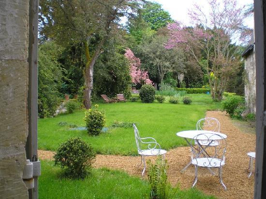 Manoir de Boisairault: jardin côté chambre Louis XV
