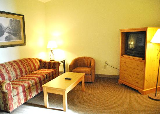 Best Western Golden Spike Inn & Suites: Living Room Area