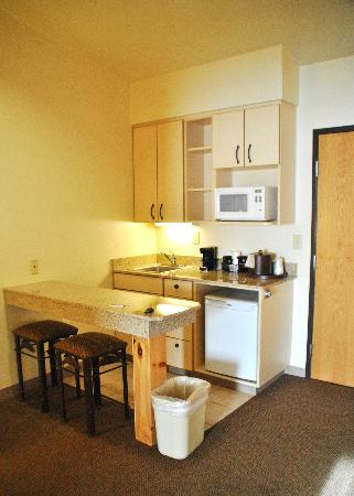Best Western Golden Spike Inn & Suites: Kitchenette