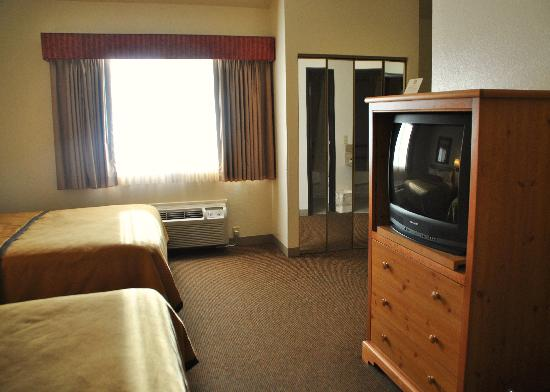 Best Western Golden Spike Inn & Suites: Bedroom