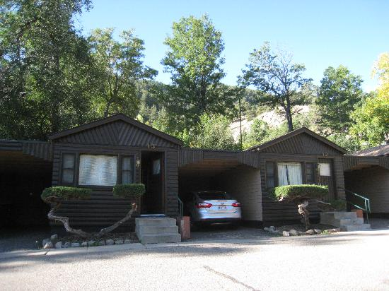 Silver Saddle Motel: Cottage rooms at Silver Saddle (outside view)