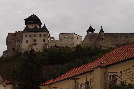 Pension Tiberia: Trencin castle above the old city center