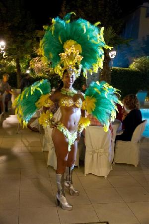 Hotel Belvedere : Entertainment under the Poolparty night