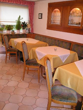 Enzianbrenner B&B: Blick in den Frühstücksraum bzw. Aufenthaltsraum
