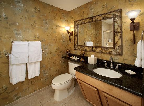 Minerals Hotel Deluxe Bathroom