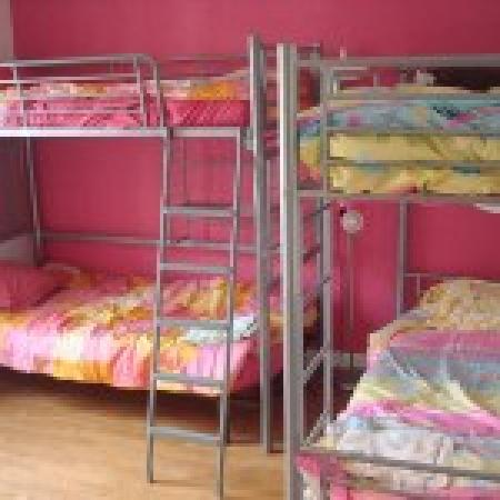 Surf Hostel Bed & Breakfast : Colourful rooms