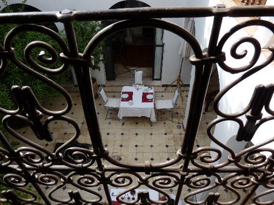 Riad Alma: Courtyard dining