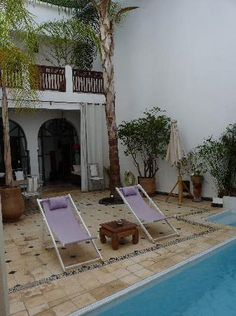 Riad Alma: Pool area