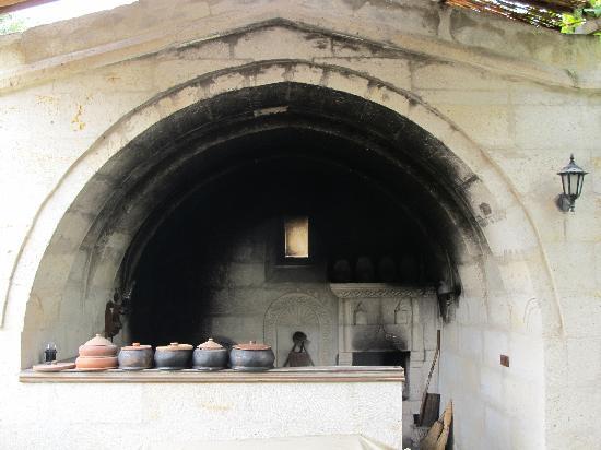 Aravan Evi Boutique Hotel: Tandir style cooking
