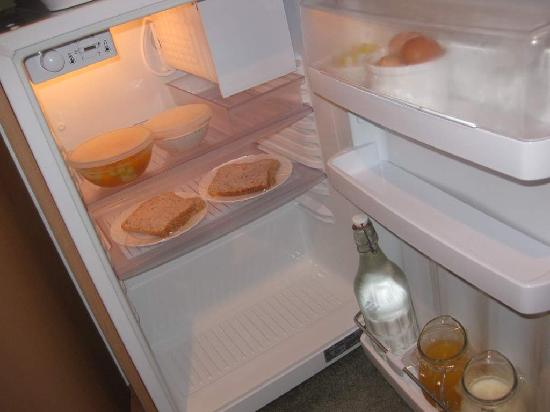 Te Waka Lodge: Fridge stocked with breakfast in Large Apt Upstairs