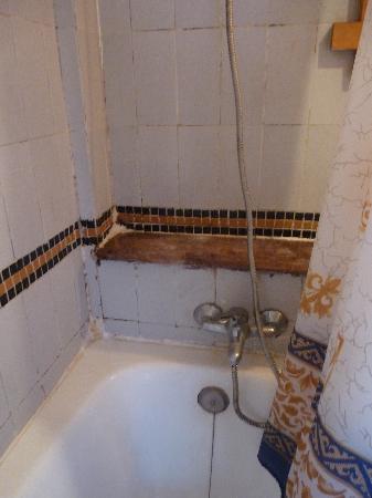 Hotel Hasna: Shower