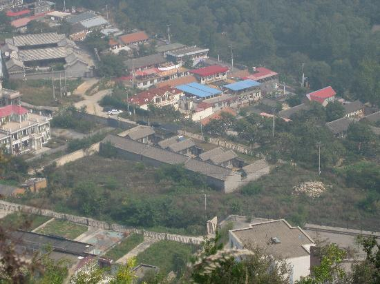 Red Capital Ranch (Shambhala at the Great Wall): Xiaguandi village next door