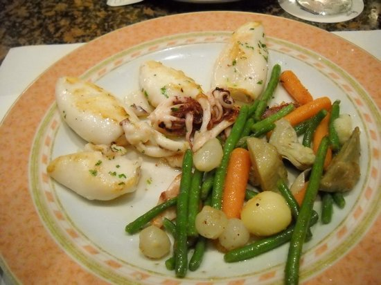 Cal Pep: Grilled calamari with vegetables