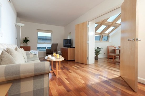 Holyrood apartHOTEL: Penthouse Apartment Lounge