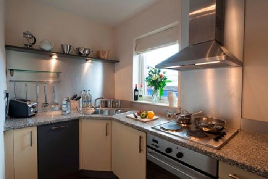 Holyrood apartHOTEL: Two-bedroom Apartment Kitchen