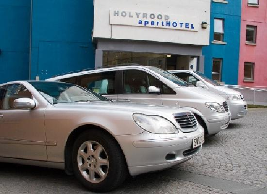 Holyrood apartHOTEL: Car Parking