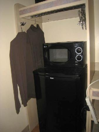 Motel 6 Sandusky-Milan: The area which you are to hang clothes is blocked by the appliances..