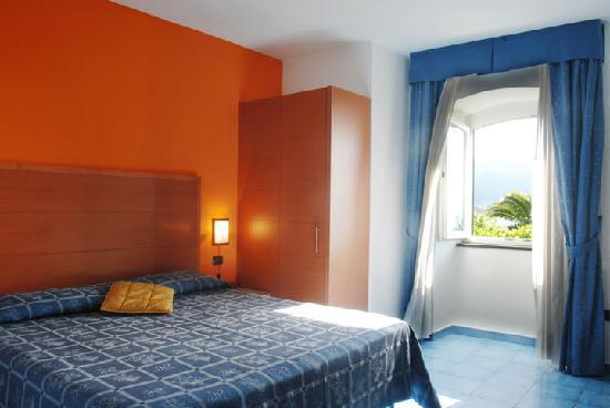 La Tonnara Hotel: camera con finestra sul mare