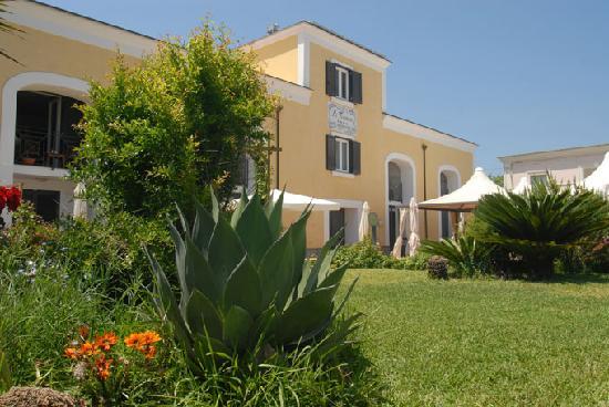 La Tonnara Hotel: il giardino dell'hotel