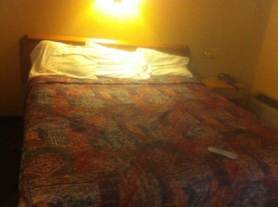 Travelers Inn Fort Wayne: nice big beds