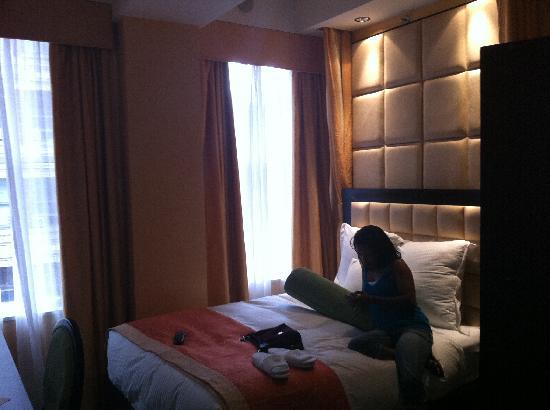 فلاتيرون هوتل: Picture of Room