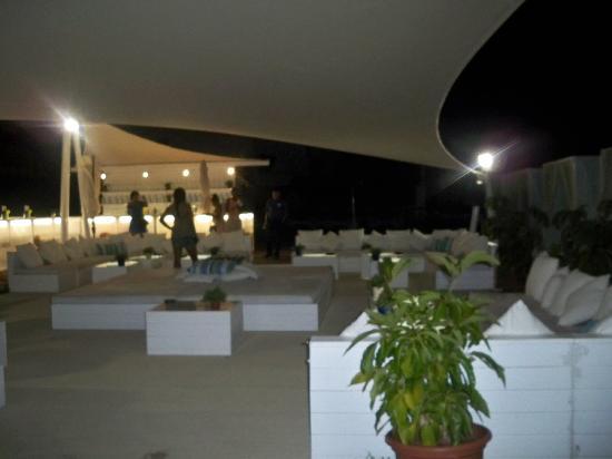 Hotel Guadalmina Spa & Golf Resort: all white bar