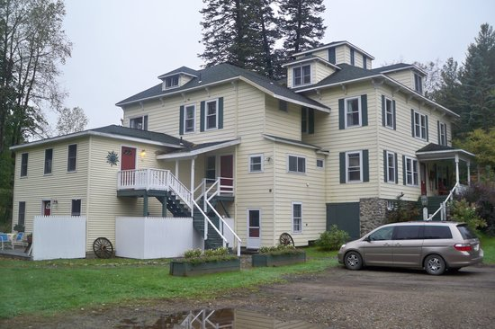 Keene Valley Lodge: Back of house