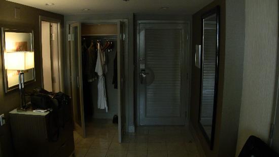 โรงแรมเดอะมิราจ & คาสิโน: decent