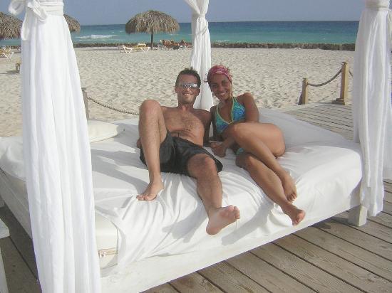 Viva Wyndham Dominicus Beach - An All-Inclusive Resort: CAMASTROS EN LA PLAYA
