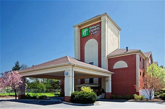 Holiday Inn Express & Suites Cincinnati Northeast-Milford: Hotel Exterior