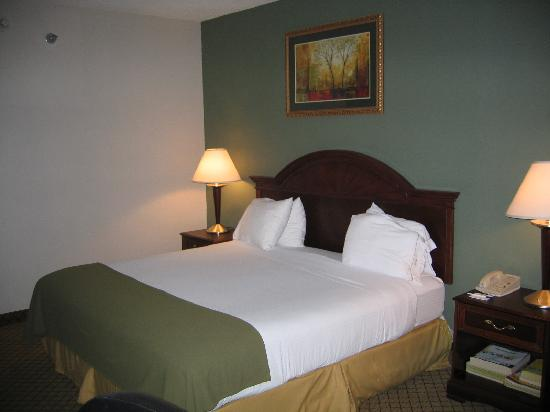 Holiday Inn Express Milford: Renovated room- 2 Queens