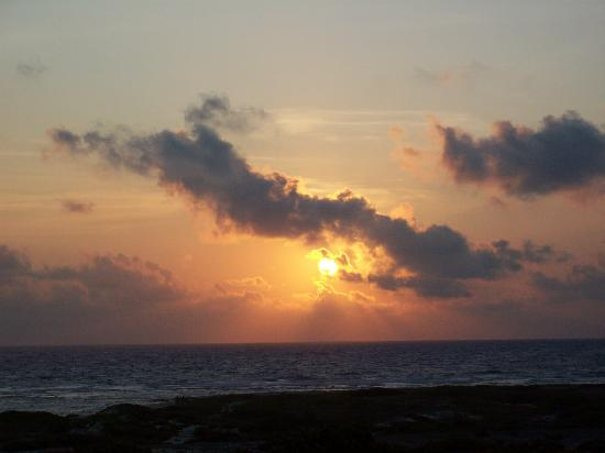 Club Arias B&B: Sunrise at Baby Beach - wake up early, it's worth it!