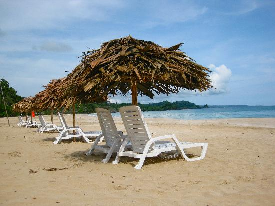 Red Frog Bungalows: Red Frog Beach