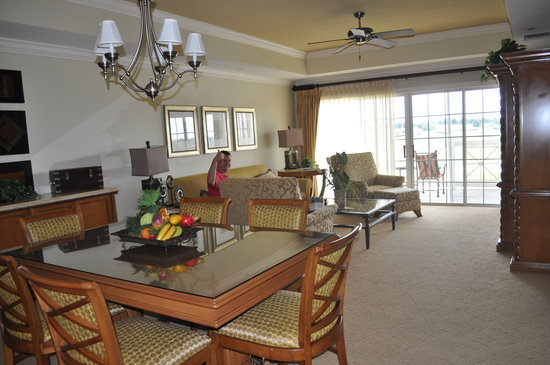 Reunion Resort of Orlando: Our suite's dining and living areas
