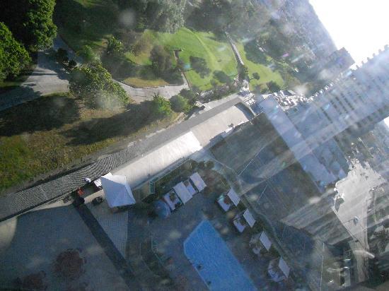 Grand Hotel Tijuana: Vista hacia la alberca
