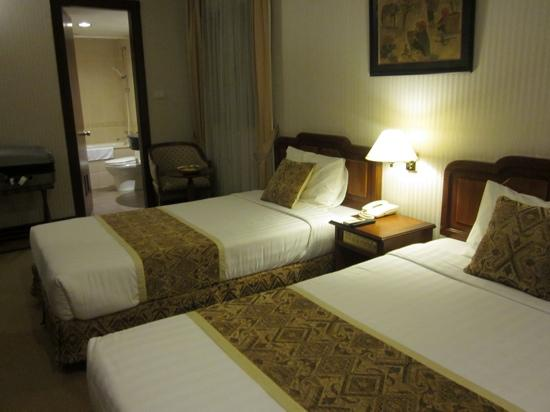 Zephyr Hotel: twin room