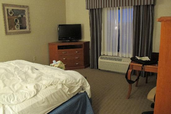 Hampton Inn Oklahoma City/Yukon: Sorry it's a bit messy--that's our fault, not theirs!