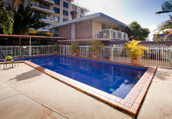 Sundale Motel Swimming Pool
